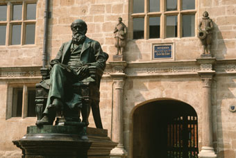 Statue of Darwin in the centre of Shrewsbury, his home town (Britain on View).
